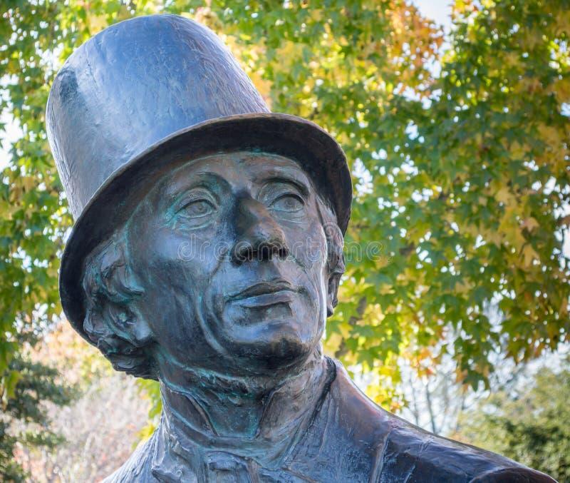 Slut upp av den Hans Christian Andersen statyn royaltyfri foto