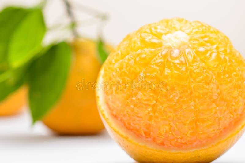 Slut upp av den nya apelsinen royaltyfria foton