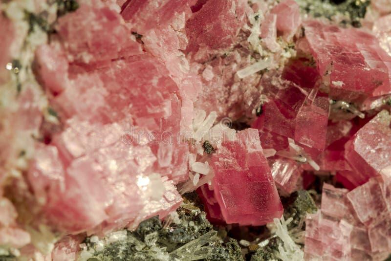Slut upp av den rosa kvartsstenen arkivfoton