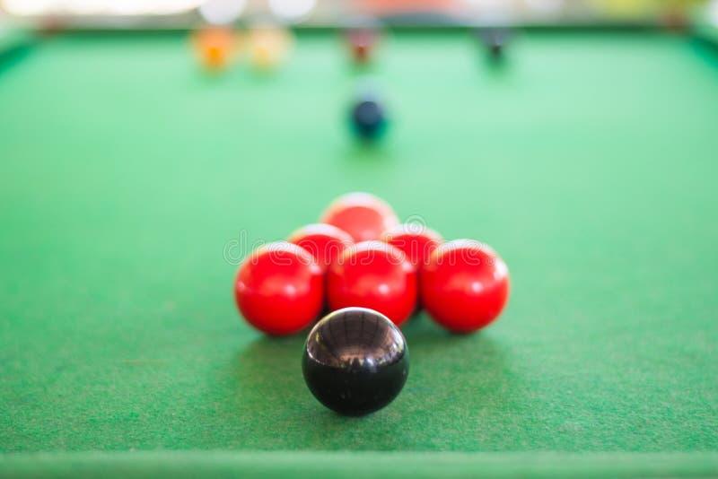 Slut upp av den svarta snookerbollen royaltyfri foto