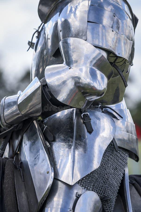 Slut upp av det medeltida pansaret för riddare` s, jousting turnering royaltyfria bilder