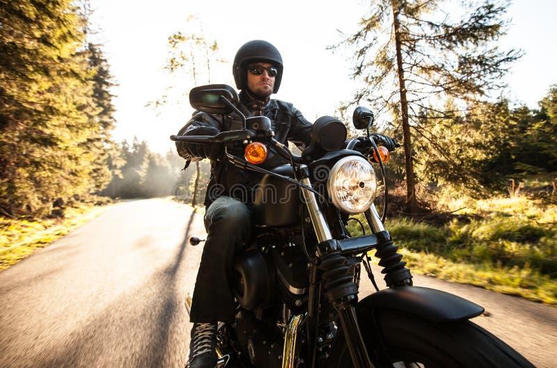 Slut upp av en motorcykel för hög makt royaltyfria foton