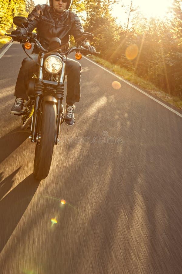 Slut upp av en motorcykel för hög makt arkivbild