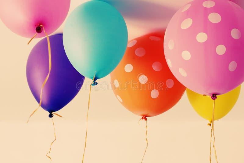 Slut upp av färgrika ballonger royaltyfri foto