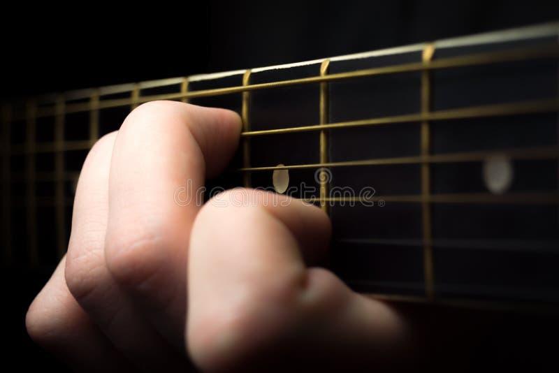 Slut upp av gitarr som en är fotografering för bildbyråer