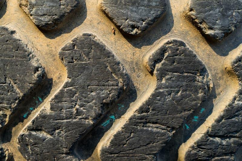 Slut upp av gummihjuldäckmönster arkivfoto