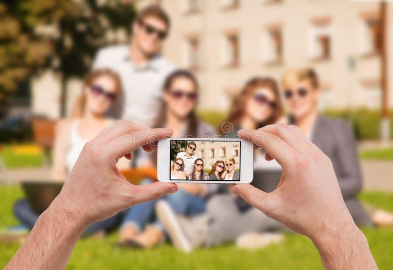 Slut upp av händer som gör bilden av gruppen av tonår royaltyfri fotografi