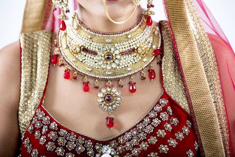 Slut upp av indiska bröllopsmycken royaltyfri bild