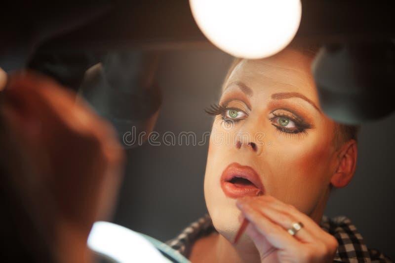 Slut upp av mannen med makeup arkivbild