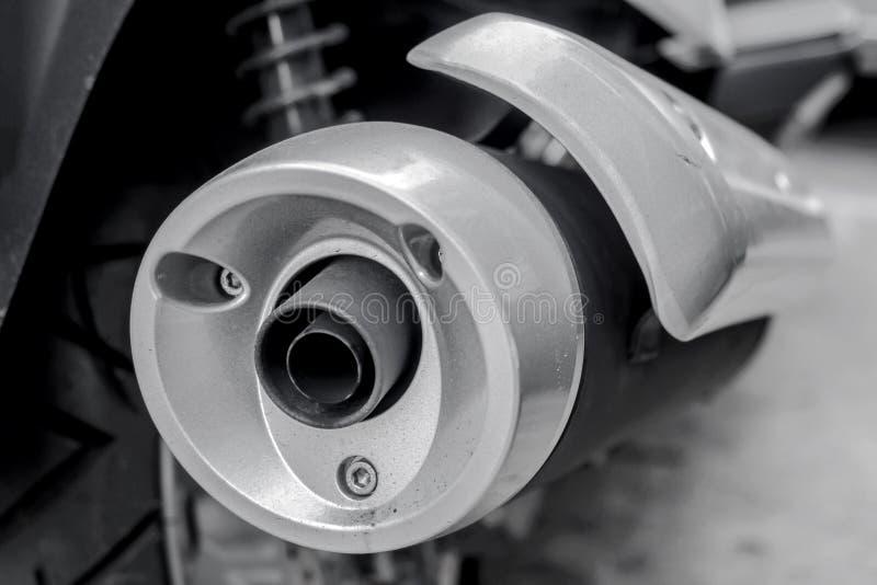 Slut upp av motorcykelavgasrörröret arkivfoto