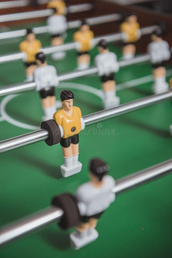 slut upp av tabellfotboll med fotboll royaltyfri foto