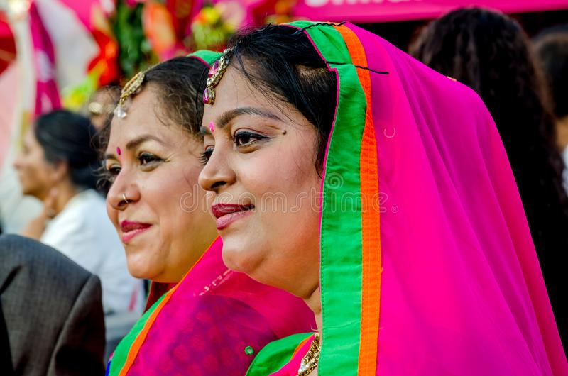 Slut upp av två härliga indiska kvinnor arkivfoton