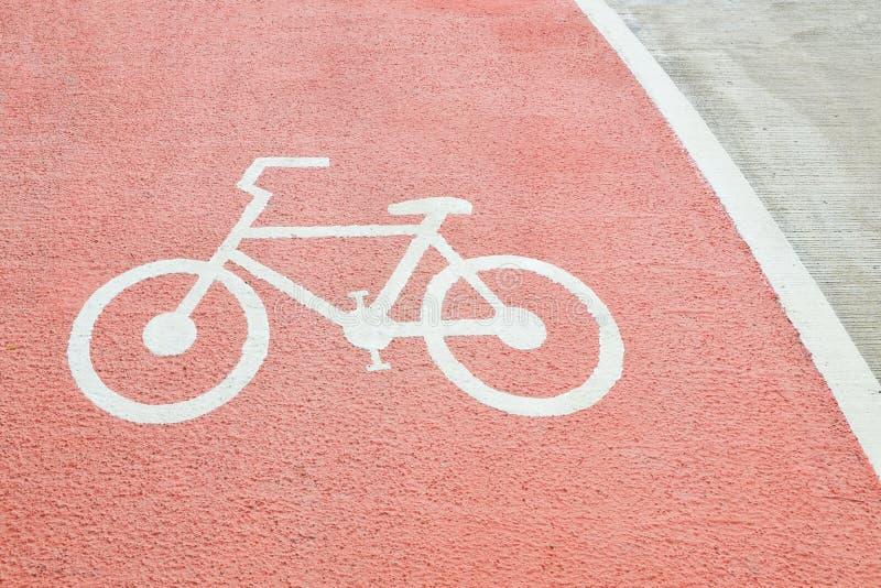 slut upp cykelsymbol på den röda gatan fotografering för bildbyråer
