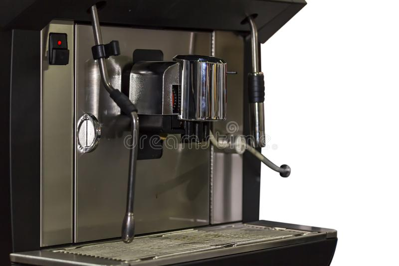 Slut upp den automatiska maskinen för svart kaffe på vit bakgrund arkivbild