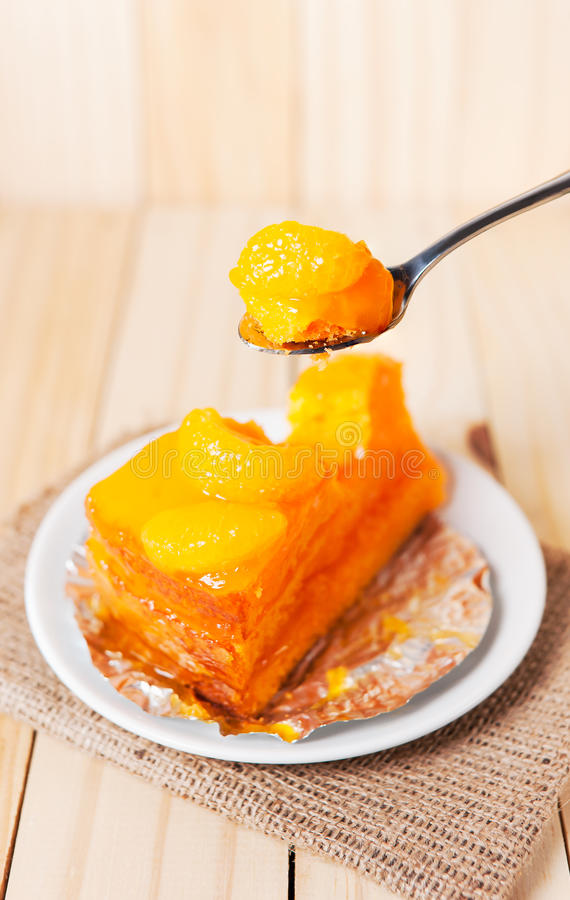 Slut upp den orange fruktkakan arkivfoton