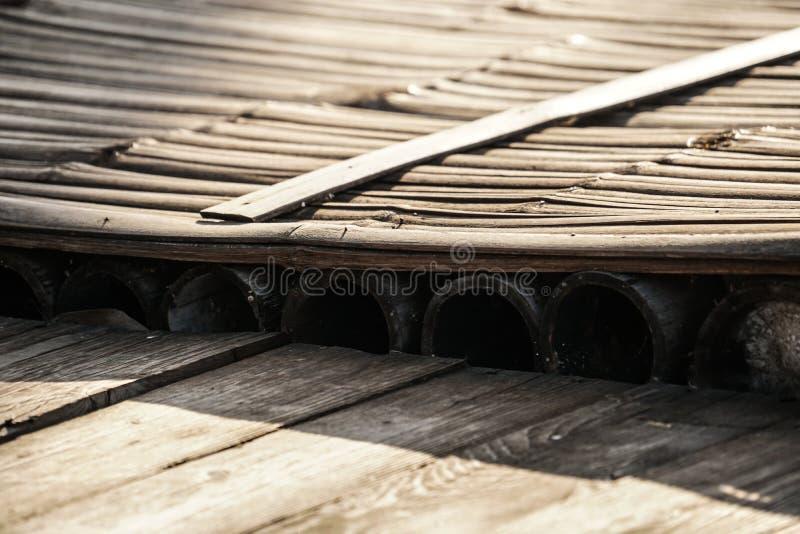 Slut upp det wood golvet för lantlig bambuflotte arkivbild