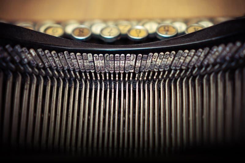 Slut upp gammal textur för bakgrund för begrepp för typografi för tappningskrivmaskinsmaschine royaltyfria foton