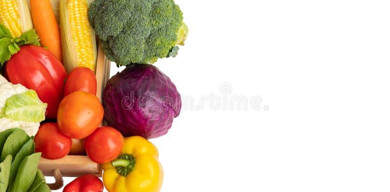 Slut upp isolerade gruppgrönsaker arkivfoto