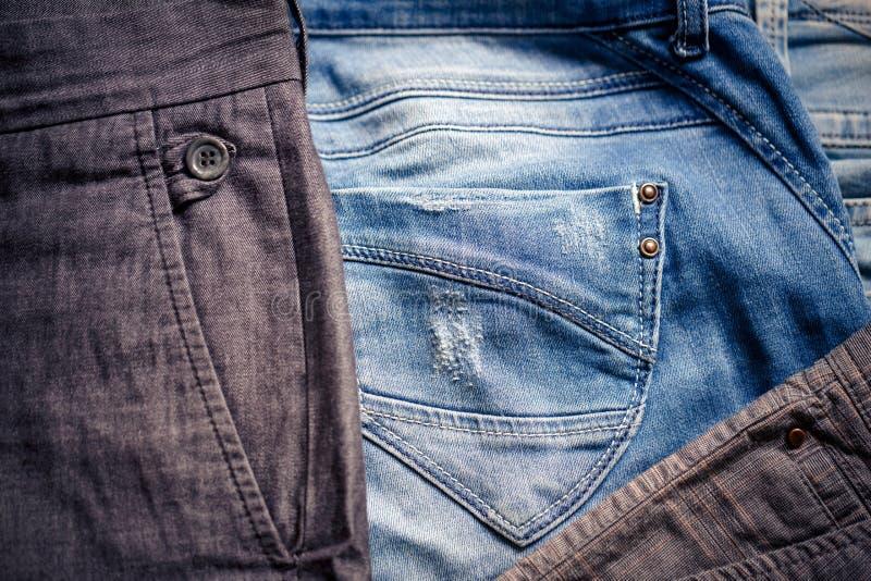 Slut upp jeans Stilfull kläderbakgrund royaltyfria foton