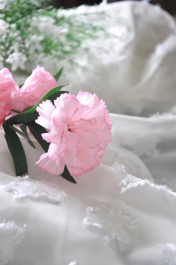 Slut upp rosa konstgjord nejlika arkivfoton