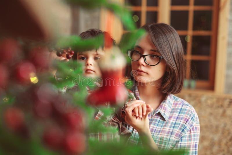 Slut upp ståenden av modern och sonen arkivfoton