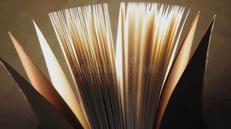 Öppet boka arkivfoto