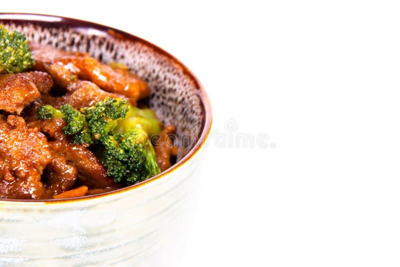 Slutet av en bunke av kines stekte under omrörning upp nötkött och brocolli fotografering för bildbyråer