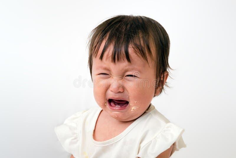 Slutet av lite behandla som ett barn upp skrikig gråt royaltyfri foto