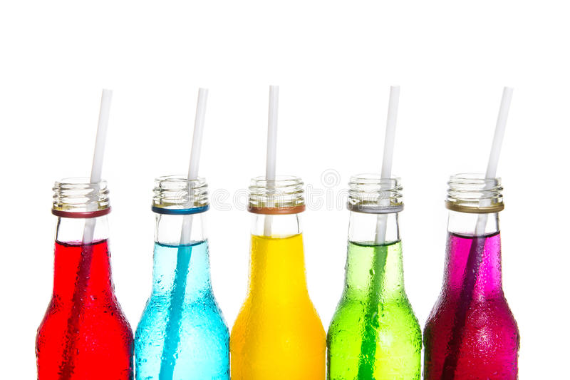Slutet kyler upp den färgrika drinken royaltyfria bilder