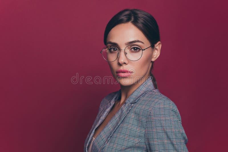 Slutet upp härlig fantastisk affär för sidoprofilfoto startade hon hennes dam precis den rådiga finansiäradvokaten för karriären royaltyfri fotografi
