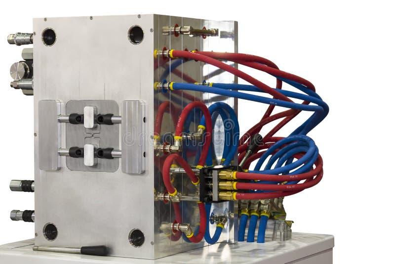 Slutet upp kylsystem- eller vattenslangen av den plast- injektionformen för samlas på produktiontillverkningsprocessen för indust royaltyfria foton