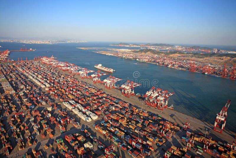 Slutlig Kina Qingdao portbehållare arkivbilder