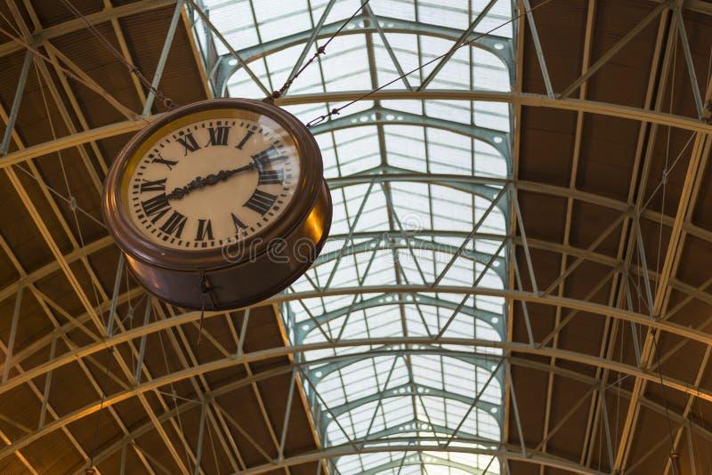 Slutlig klocka på centralstationen, Sydney Australi arkivbilder