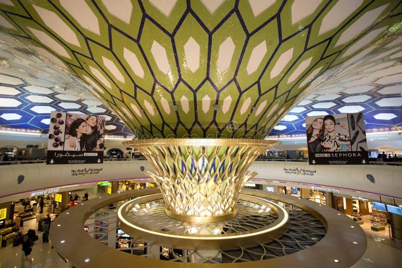 Slutliga Abu Dhabi International Airport royaltyfri foto