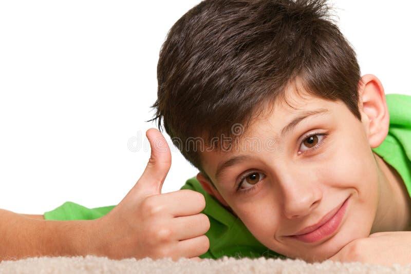 sly lycklig look för pojke royaltyfri foto
