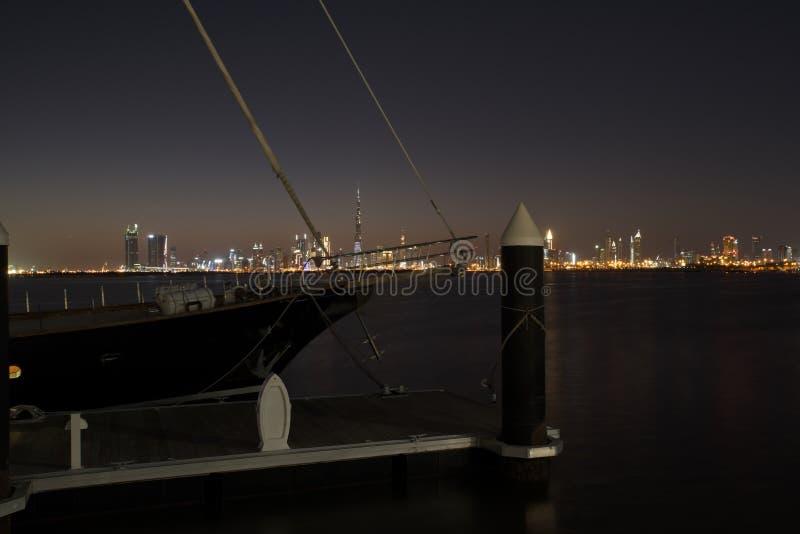 Slyline van Doubai van de Kreekhaven van Doubai en het kanaal van Doubai aan Baai Van de binnenstad en de Bedrijfs, Verenigde Ara stock afbeeldingen