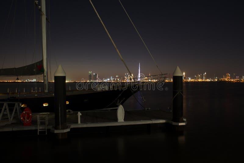 Slyline van Doubai van de Kreekhaven van Doubai en het kanaal van Doubai aan Baai Van de binnenstad en de Bedrijfs, Verenigde Ara stock fotografie