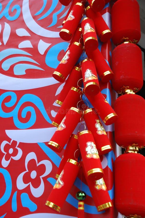 Smällare och röda lyktor royaltyfri bild