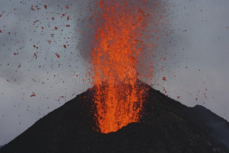Smält lava får utbrott från Stromboli Sicilien arkivbilder