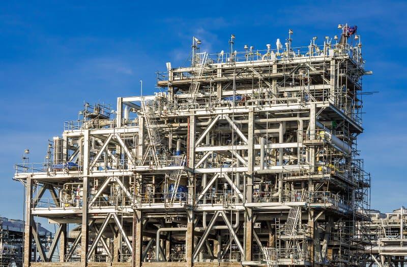 Smält naturgasraffinaderifabrik arkivbilder