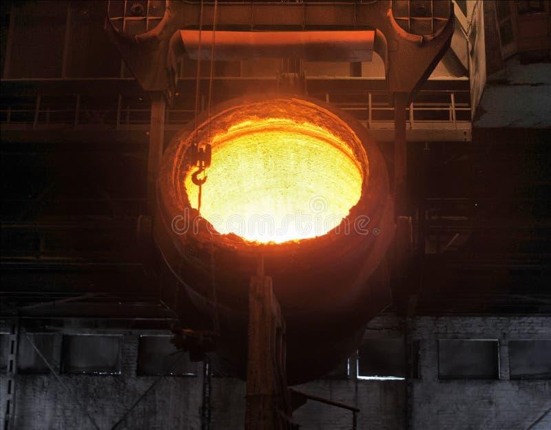 Smältning av metallen arkivfoto