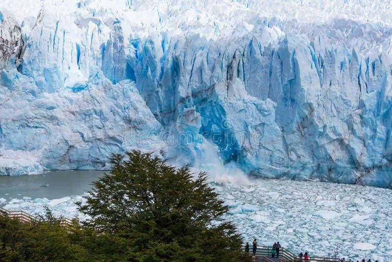 Smältningsglaciär i Argentina royaltyfri fotografi