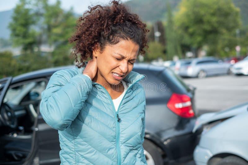 Smärtsam pisksnärt efter krasch för bil för stänkskärmböjapparat royaltyfria foton