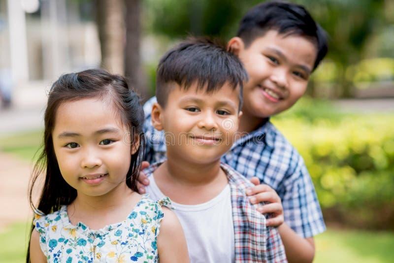 Små asiatiska barn fotografering för bildbyråer