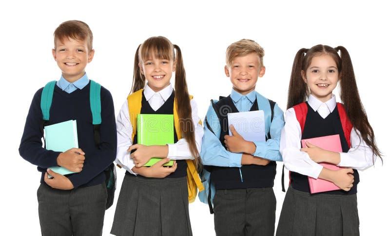 Små barn i stilfull skolalikformig royaltyfri fotografi