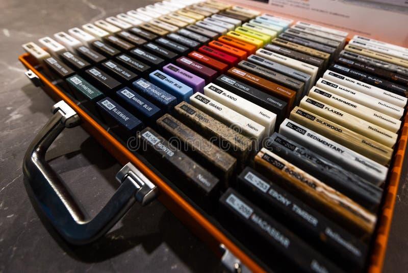 Små färgprövkopiabräden tonad bild för designen - färgrika uppsättningar med kort för möblemang royaltyfri foto