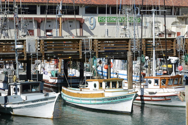 Små fartyg väntar på deras lyckliga timme royaltyfri foto