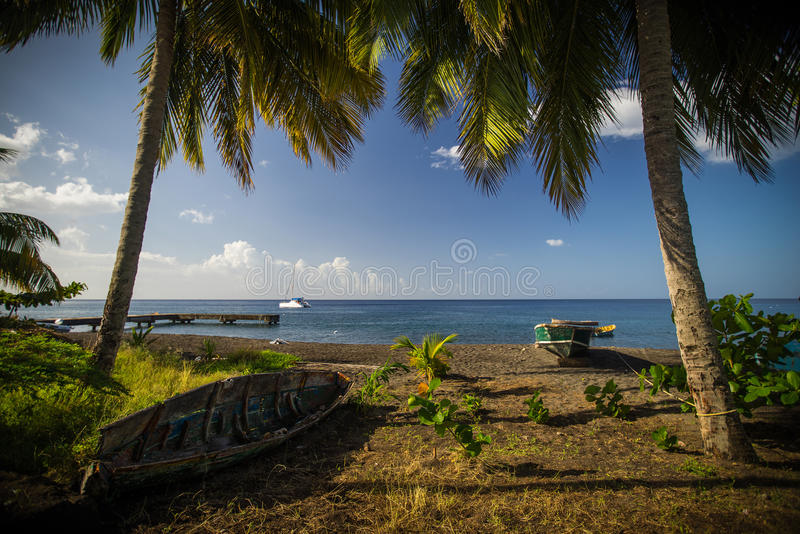 Små fisherboats på stranden fotografering för bildbyråer