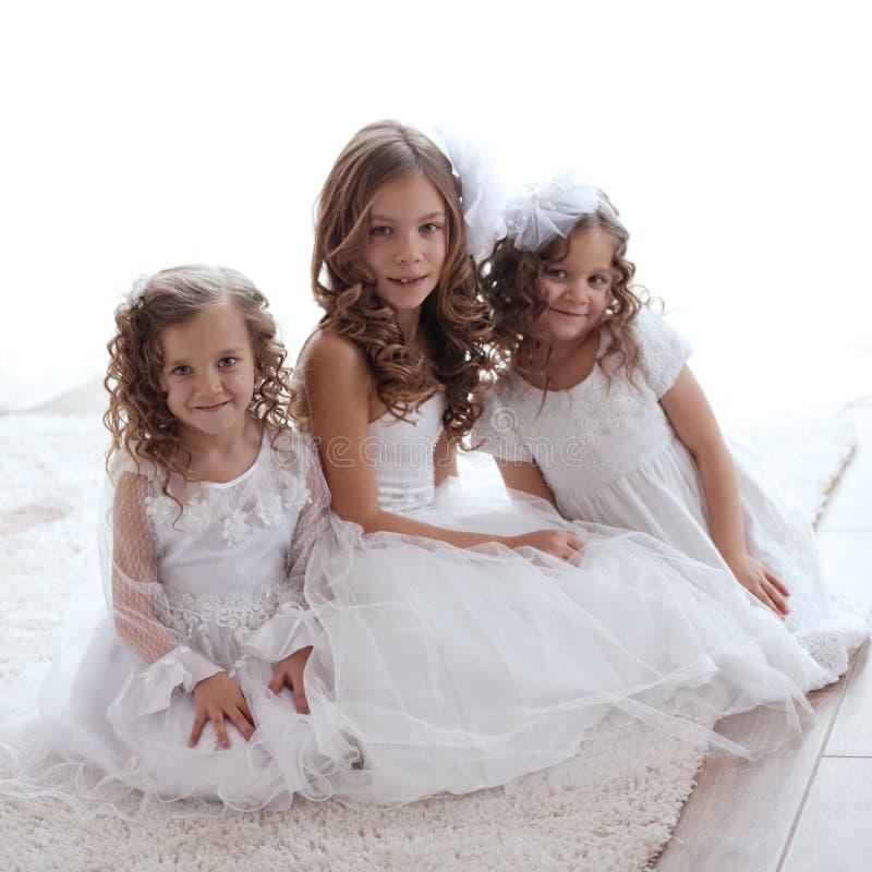 Små flickor fotografering för bildbyråer
