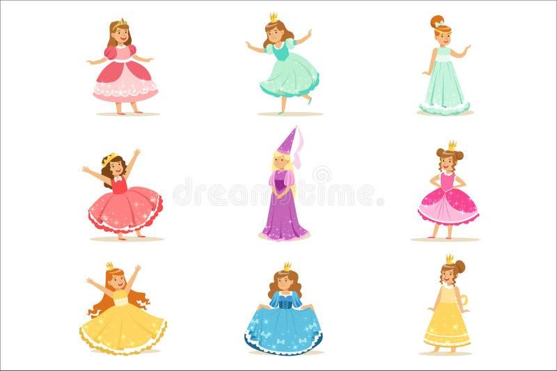 Små flickor i prinsessan Costume In Crown och maskeradkläderuppsättningen av gulliga ungar som kläs som kunglig personillustratio royaltyfri illustrationer